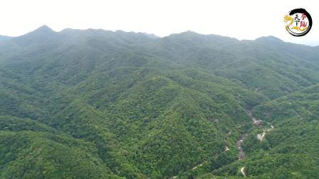 深山里面的仙人大座 当地很多易学爱好者 慕名到此寻宝地