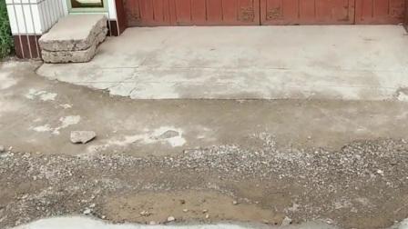 这是绛县雎村村民家里的大门口