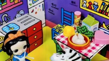 白雪在家做好饭等王子,王子回家看到白雪就走,还要去找贝儿玩?