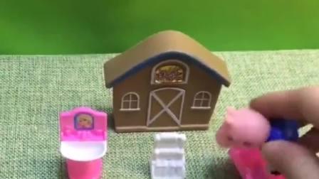 白雪要在外面卖雪糕呢,猪妈妈带着乔治出去,乔治看到雪糕不走?