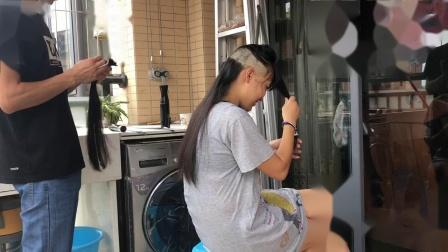 美女剃光头刮光头剪长发