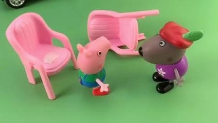 小奇来乔治家找他玩,怎么乔治不想去玩呢,还在家里找猪爸爸吗?