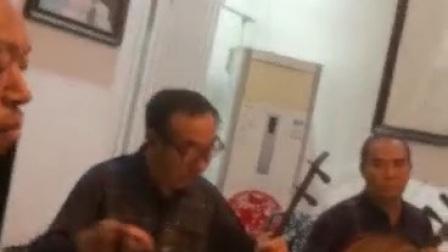 李宏图母亲在家中演唱霸王别姬,京胡朱术才,司鼓王作祥