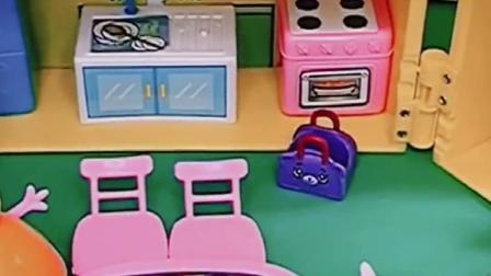 猪爸爸下班刚回家呢,看到佩奇乔治都在玩,猪妈妈在旁边很开心?