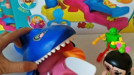 益智幼教好玩玩具:大鲨鱼需要帮助,谁会来帮他呢