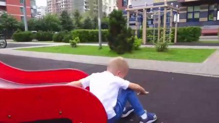 萌娃玩游戏:熊孩子老妈,你听我解释呀!宝宝是怕你睡着了掉地上啊!