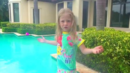 萌娃玩游戏:萌娃小可爱要过假期了,小家伙非常兴奋,真是美好的一天!