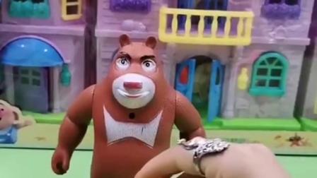 熊大看到很多汪汪队的车,熊大要坐他们的车,可是汪汪队都有任务!