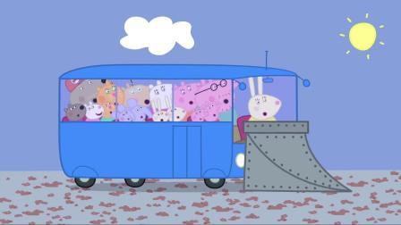 小猪佩奇:猪爸爸刚刚出去被雪埋了,弄了一身,现在弄干净就好啦