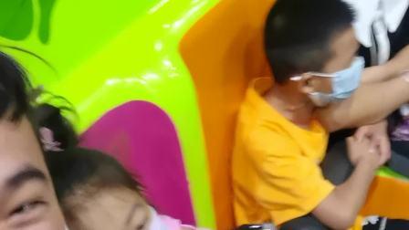 坐跳楼机,杭州乐园2020暑假