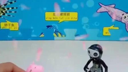 亲子幼教有趣玩具:一个僵尸一个小猪在做什么哪