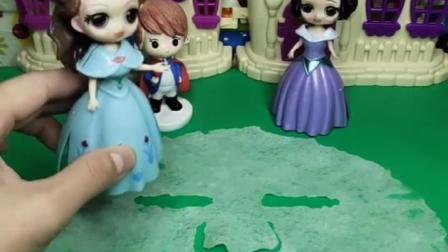 王后让白雪和王子装饰面膜,贝尔让王后去休息