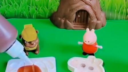 佩奇和谁一起在画画,怎么还不带上乔治呢,乔治自己在家里玩吗?