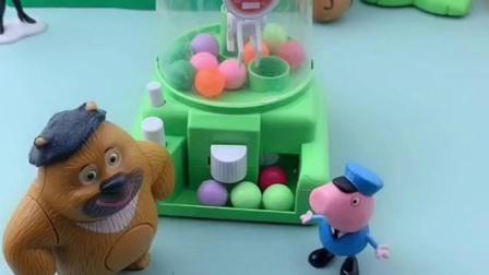 乔治和熊二都在玩啥呢,还在一起玩游戏呢,猪妈妈会喜欢他们吗?