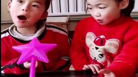 儿童姐妹玩游戏:小姐姐不听话,我就把她变成唐老鸭