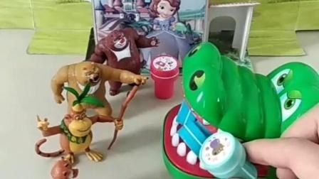 亲子幼教有趣玩具:光头强不喜欢乔治,小朋友喜欢吗。