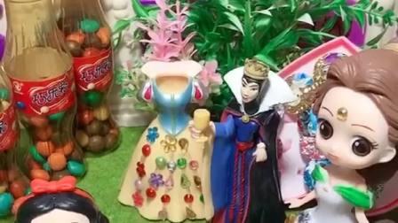 白雪公主被巫婆婆施法,完全变了一副样子,王后和白马王子齐心协力救助白雪