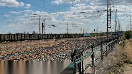 HXD11698牵引大列通过古营盘站