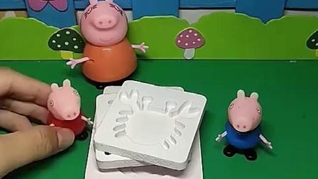 佩奇乔治都画画,猪妈妈要教他们吗,猪爸爸会帮忙吗?