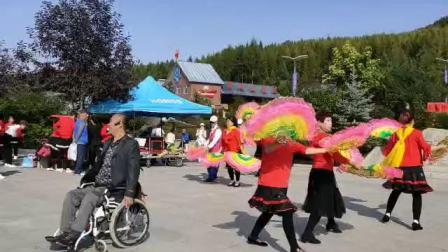 新惠社区残疾人阳光艺术团与东振舞蹈队和鸡冠乡舞蹈队同台庆祝十一国庆节 中秋节