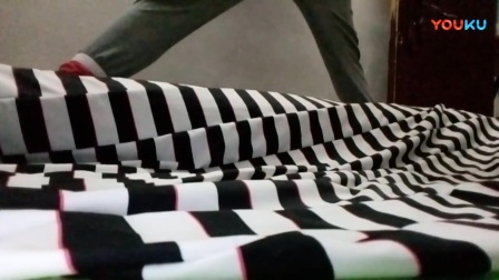 帆布鞋踩垫子