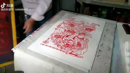 南忠豹年画用丝网印刷传承民间艺术瑰宝