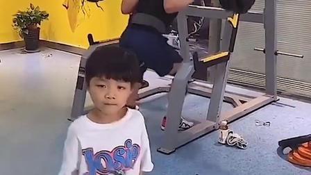 童年趣事:小朋友的力气好大呀