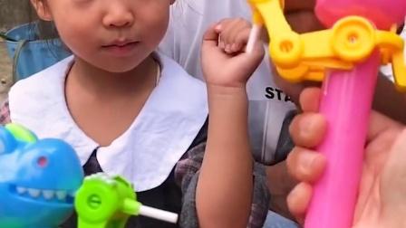 童年趣事:让我们尝尝不就知道哪个糖果好吃了吗?