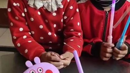 儿童姐妹玩游戏:妹妹怎么哭了