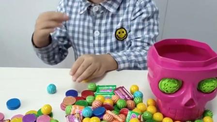童年趣事:这么多糖果呀吃得完吗