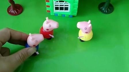 佩奇在家休息呢,小猪乔治的朋友来敲门,长的和乔治很像呢