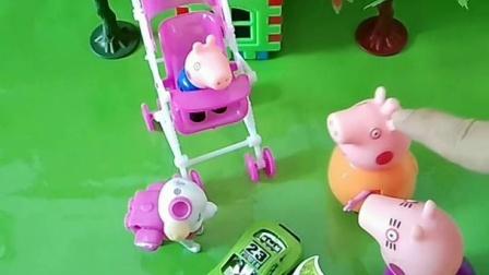 猪奶奶给乔治买的宝宝车,乔治不去坐,猪妈妈就让狗狗坐了