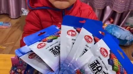 童年趣事:宝贝不可以偷偷吃糖哦