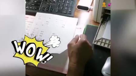 """""""宝藏爷爷""""电脑编题,辅导孙子学习."""