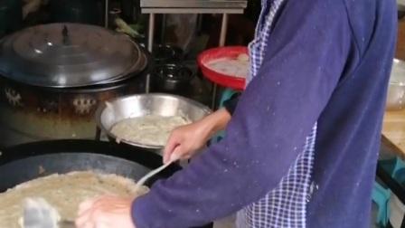 建瓯特色小吃3   吃锅巴  配小鹅茶