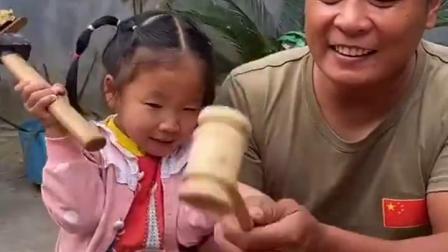 童年趣事:砸金蛋里面有什么呢