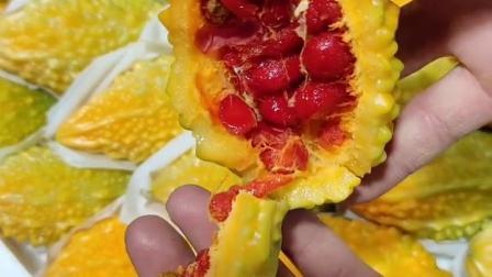 来买水果,这一幕把我看愣了,这不就是苦瓜吗?