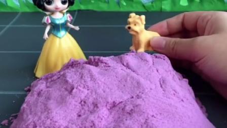 白雪公主有一团神奇的沙子,种进去就可以变大,小狗狗来找白雪公主
