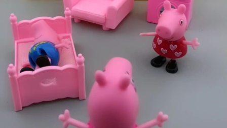 小猪乔治休息的很早,佩奇在家还唱歌呢,猪妈妈夸佩奇唱的好