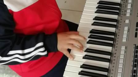 《我和你》演奏者:二年级优秀学员王珑伟