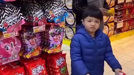 趣味童年:吃糖果会被警察叔叔抓走