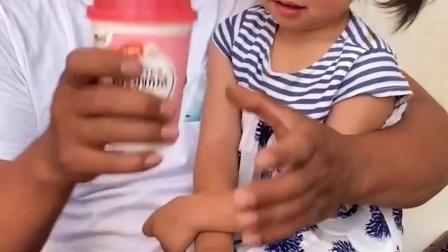 童年趣事:奶茶里面怎么都是糖果呀?
