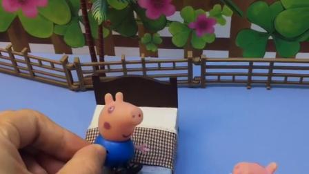 小猪佩奇来找乔治,发现乔治在地上,原来乔治睡相不好
