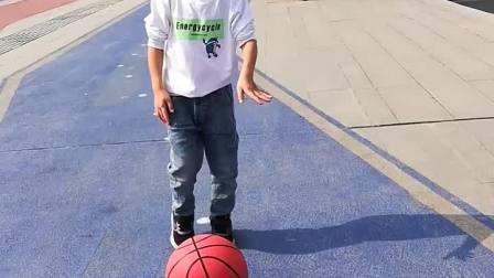 来去路上篮球拍不停