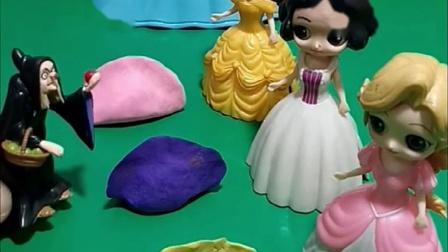 巫婆让公主们做饭,贝尔白雪和长发给巫婆做饺子,老巫婆上当了