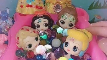 白雪贝儿一起泡珍珠浴,公主们也想加入,白雪贝儿邀请公主们来泡