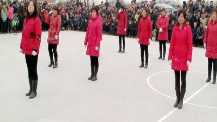 2013-2014年邙岭镇省庄村舞蹈队演出舞蹈4