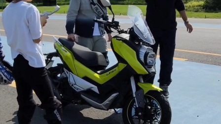 原创:试驾测评国产力帆KPV150(标准版)摩托车