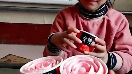 亲子游戏:小萌娃的妈妈带来的冰激凌 好好吃
