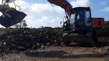 BF70.2破碎铲斗搭配Hitachi 170W挖机在法国回收建筑废料
